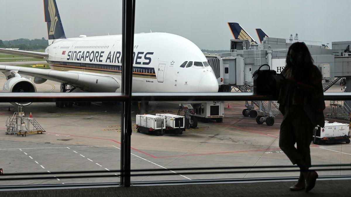 Singapurské aerolinky chtějí mít jako první na světě proočkovaný veškerý personál