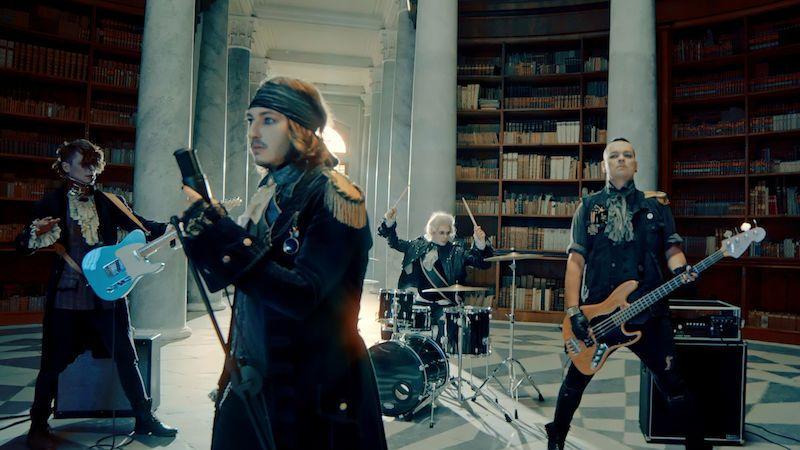 Dolls in the Factory přicházejí s upírským videoklipem k písni Stop for a Minute