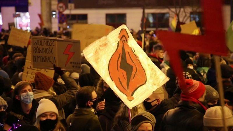 V Polsku pokračují třetím dnem protesty proti omezení potratů
