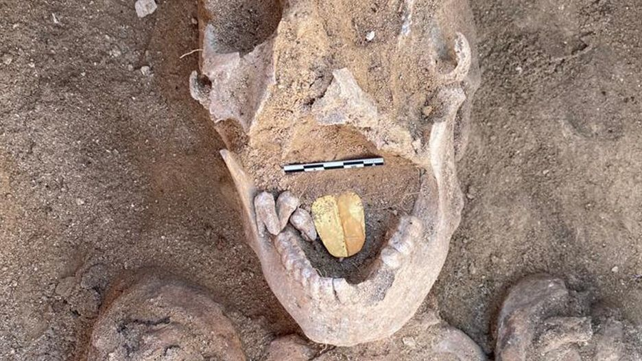 Archeologové v Egyptě našli mumie se zlatými jazyky