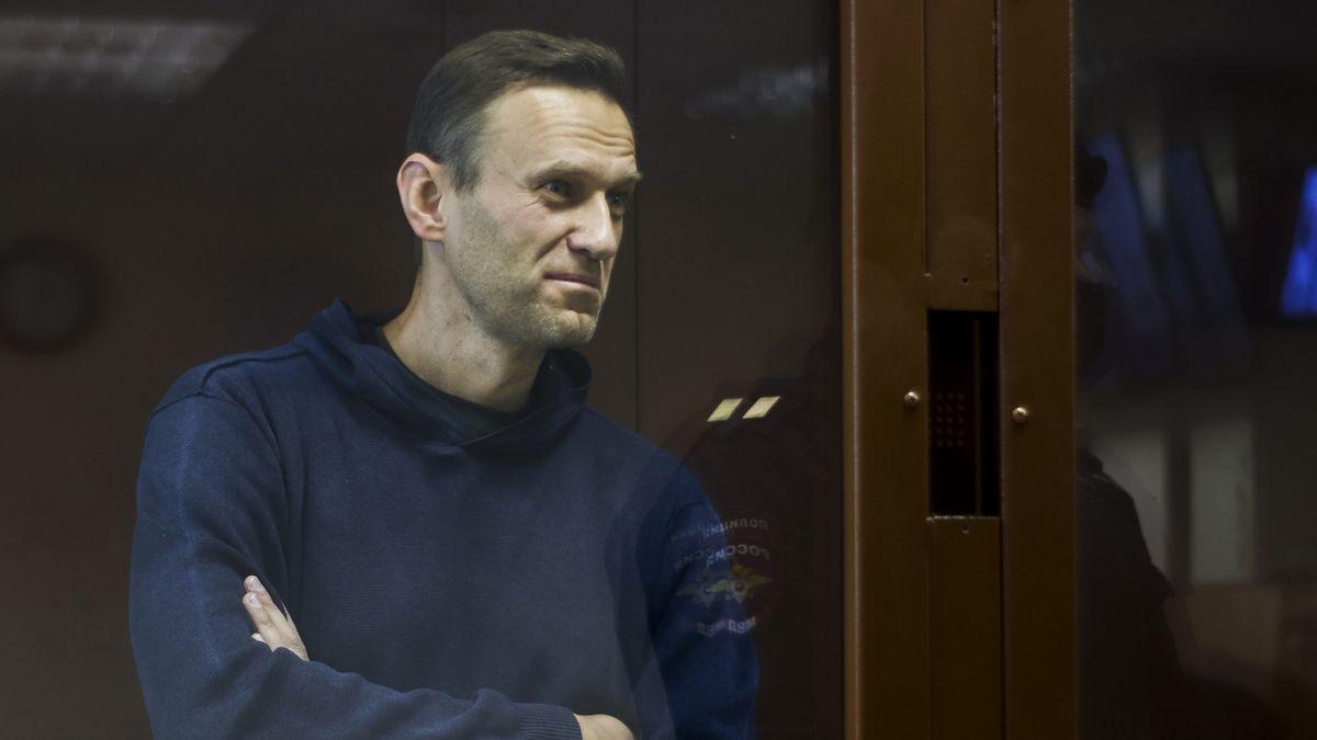Navalnyj si v sobotu u soudu vyslechne dva rozsudky