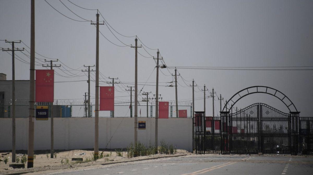 Vy máte převýchovné tábory taky, brání se Čína kritice ze Západu