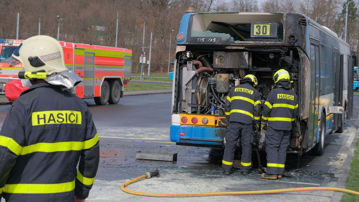 Na ostravském dopravním terminálu hořel autobus, naštěstí byl prázdný
