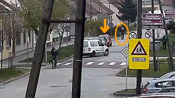 Řidič srazil dveřmi cyklistku. Po týdnu zjistila, že má několik zlomenin
