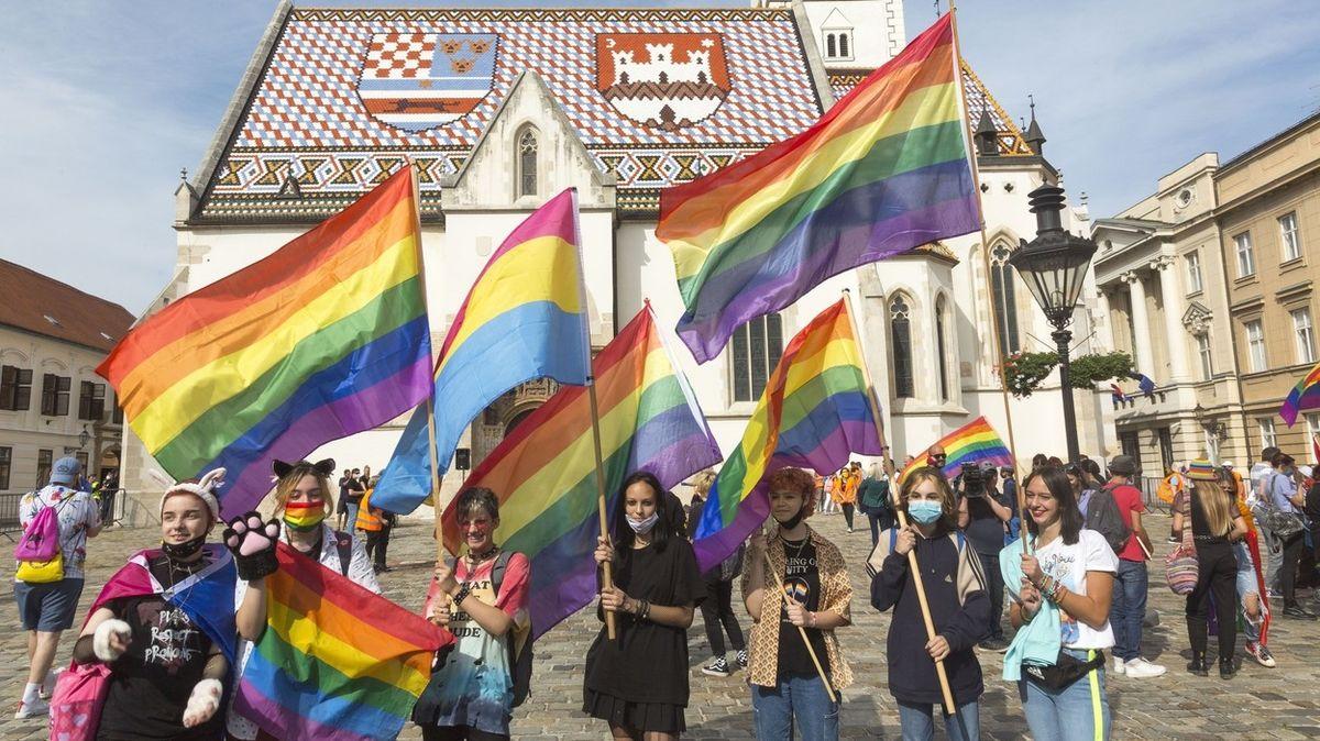 Chorvatský soud povolil adopce dětí homosexuály