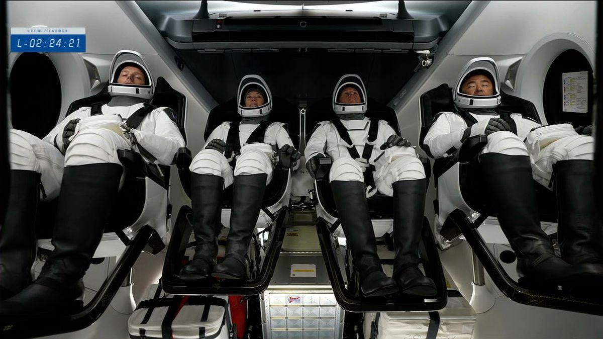 """K ISS vyrazila nová posádka. Ve """"zrecyklovaném"""" modulu firmy SpaceX"""
