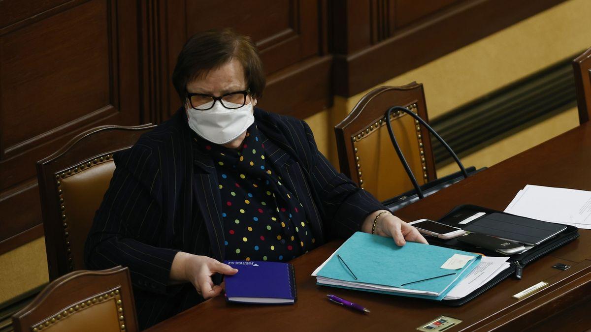 Senátoři podpořili zákaz dětských dluhů