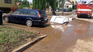 Dolní Bojanovice sčítají škody po bouřce. Obec přikrylo bahno