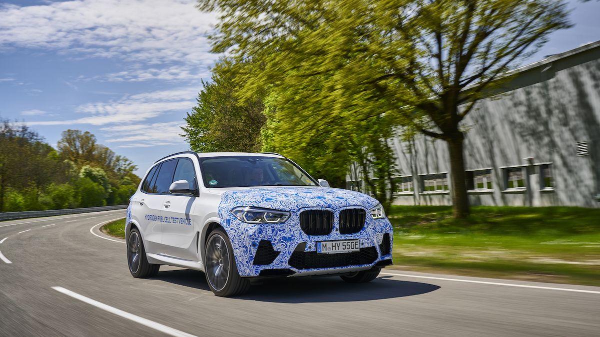 BMW chystá vodíkovou X5, prochází finálními testy na silnicích