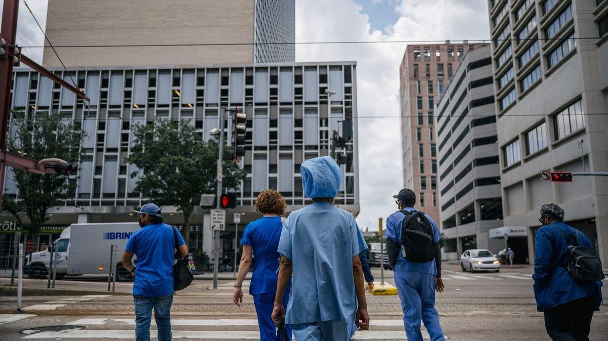 Naočkujte se, nebo běžte na pracák. Americký soud smetl stížnost pracovníků v nemocnici