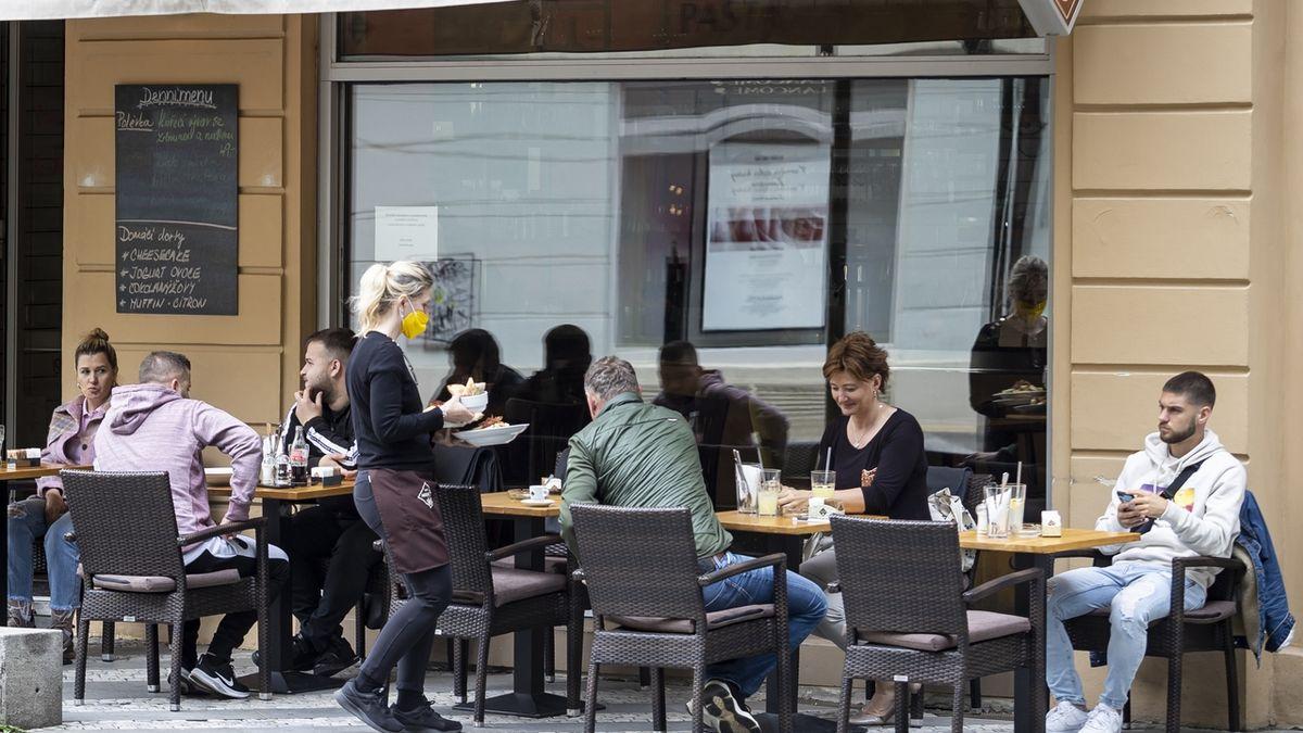 Vojtěch prověří zavírání restaurací. Podle soudu je nezákonné