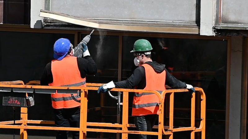 Karcinogenní azbest v ovzduší stále hrozí Praze 1