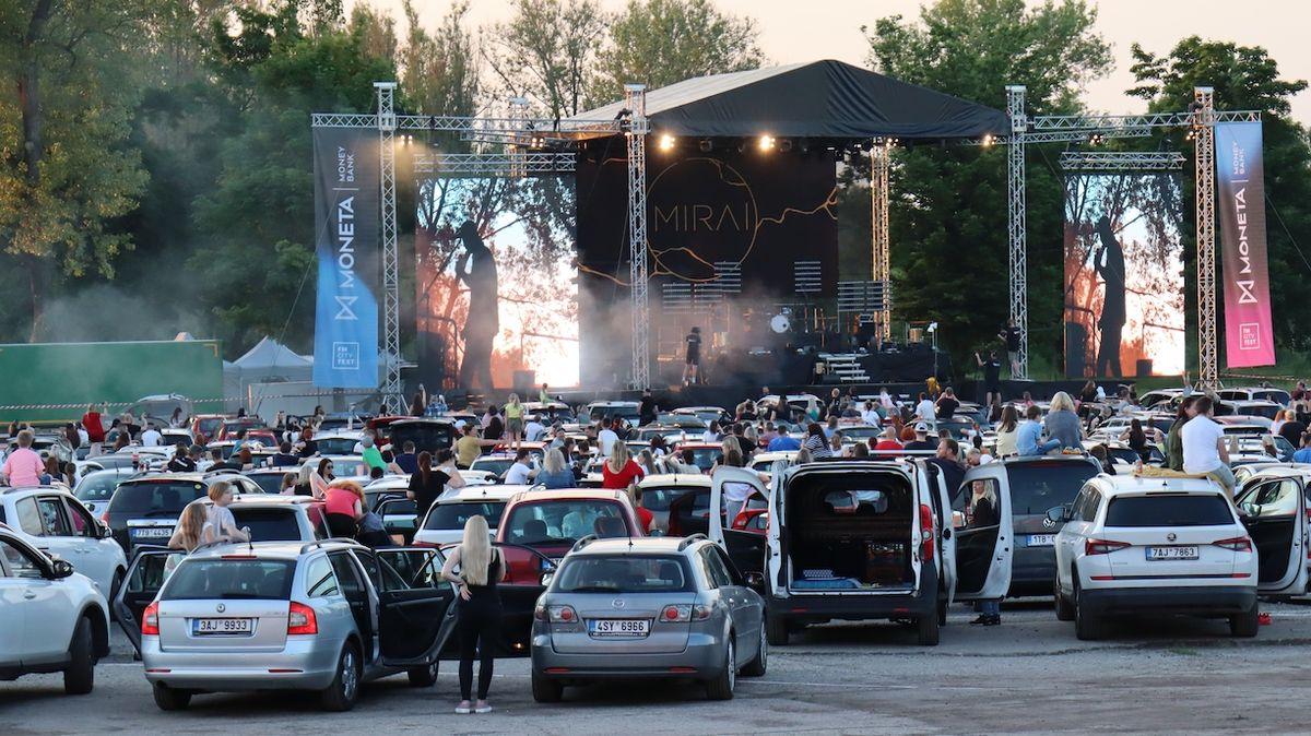 Ostrava zažila po dlouhé době koncert pod širým nebem, Mirai měli narváno