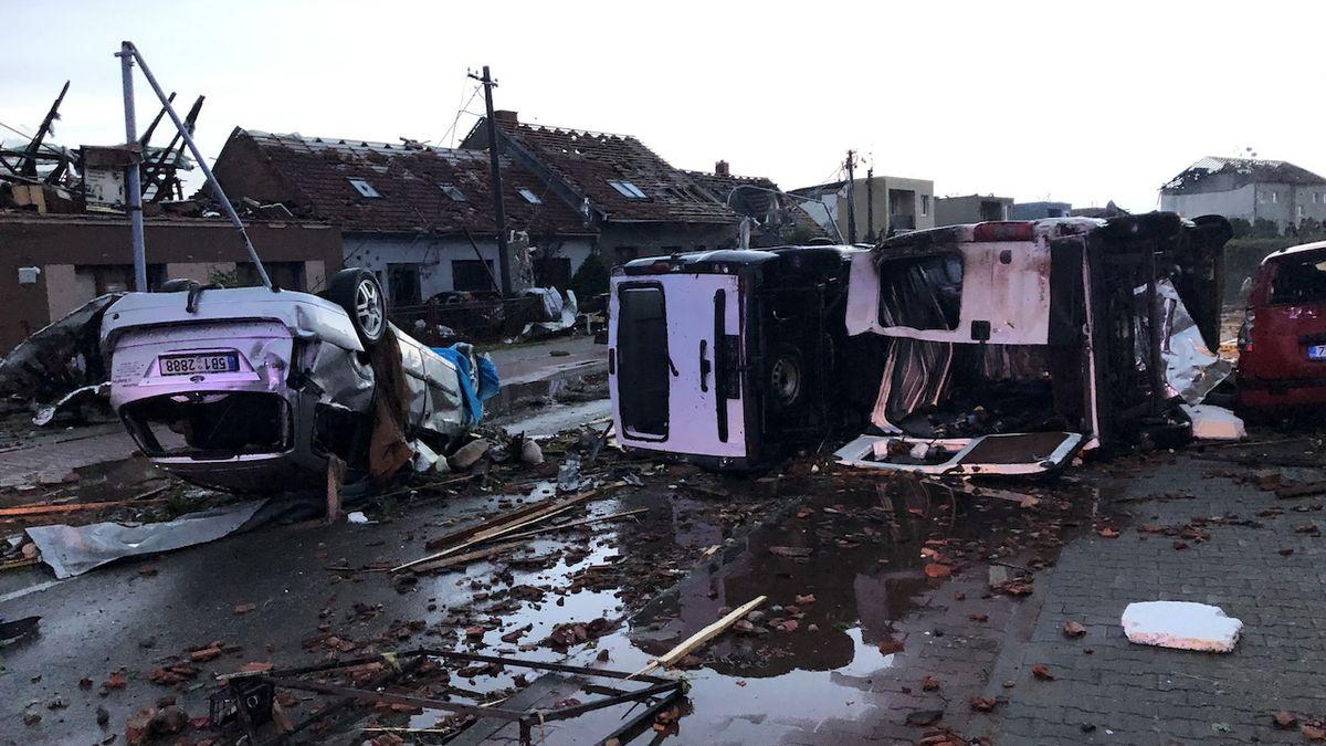 FOTO: Tornádo zanechalo spoušť v Lužicích