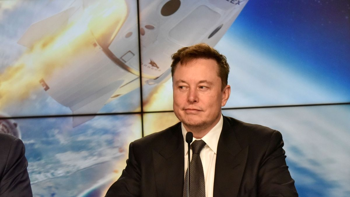 Lístek do kosmu s Bransonovou Virgin Galactic má i Elon Musk