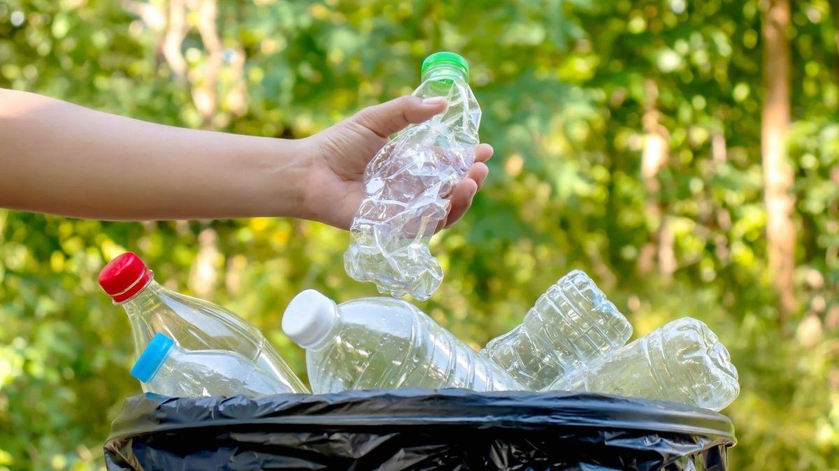 Začátek konce plastových obalů? OSN řeší zákaz chemické složky UV-328