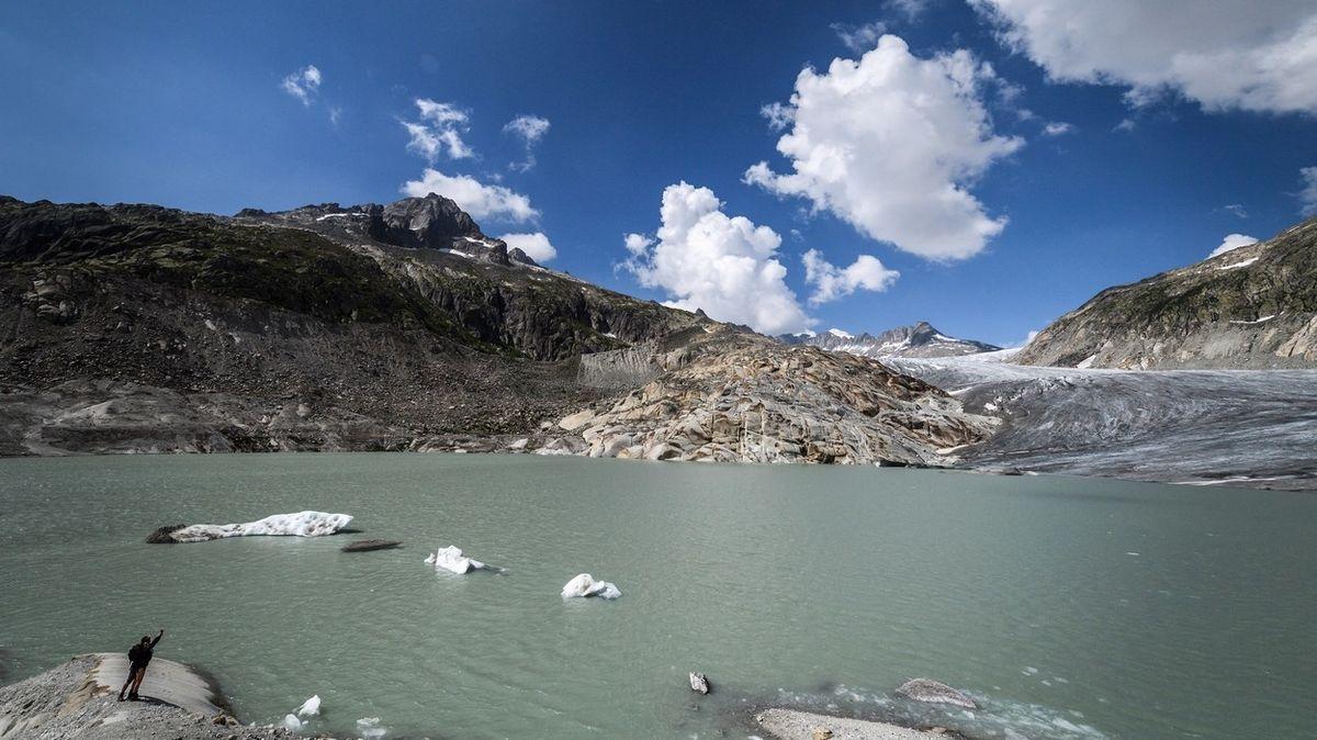 Tající ledovce vytvořily ve švýcarských Alpách přes tisíc nových jezer