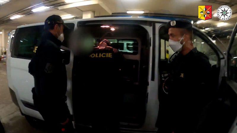 Mladík z Prahy vyhrožoval, že najede autem do lidí, hrozí mu tři roky