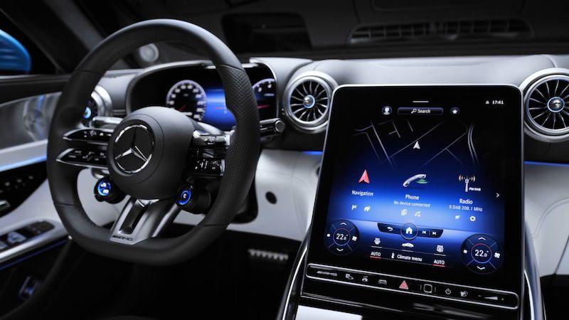 Mercedes ukazuje interiér nového SL, má obrazovku jako žádné jiné auto