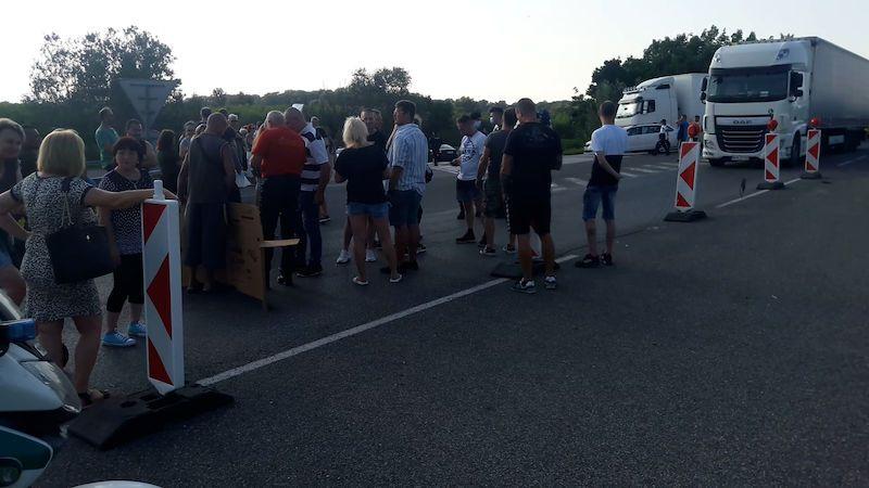 Pendleři zablokovali dálnici na Slovensko