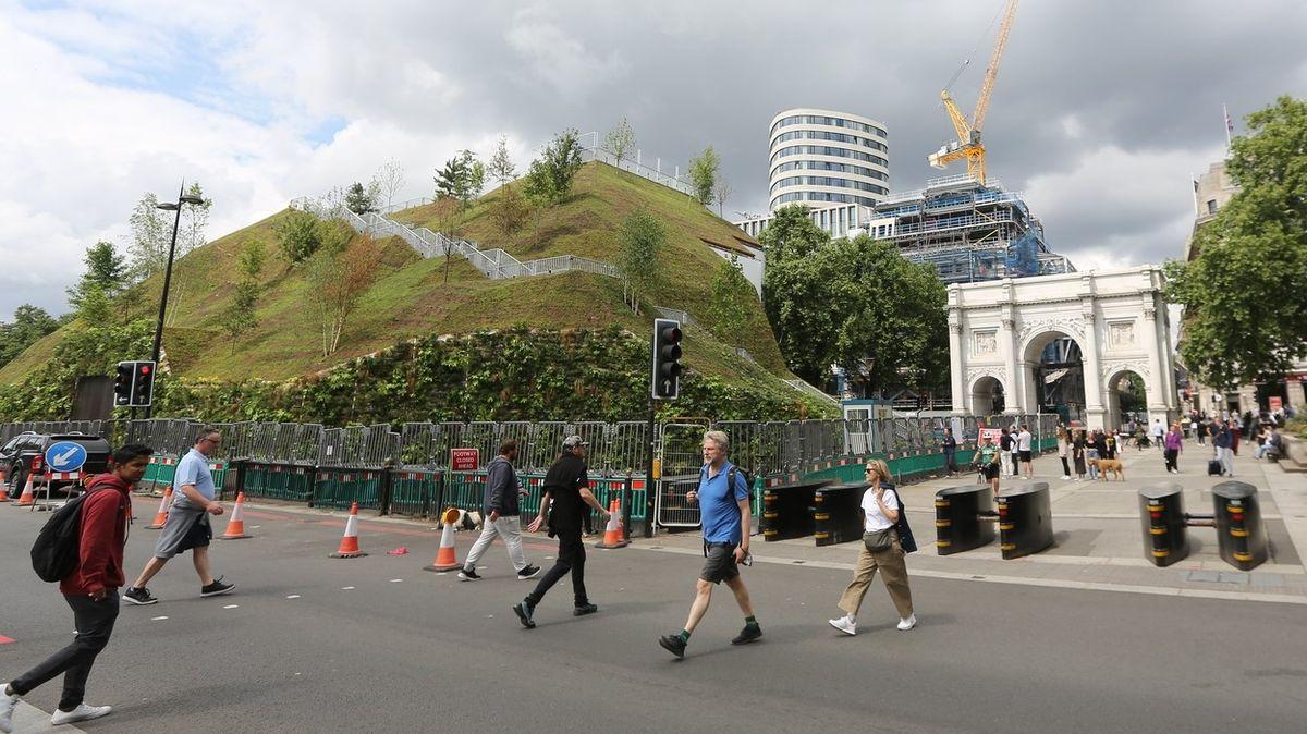 Nejnovější londýnská atrakce stála miliony liber. Mezi lidmi budí rozpaky