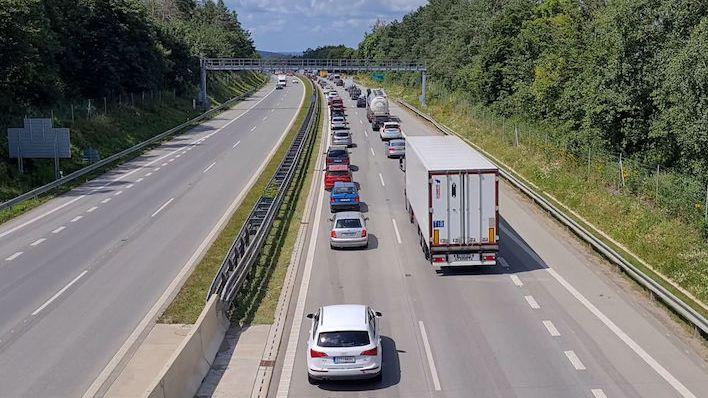 Dálnice D1 byla na 114. kilometru na Brno hodinu neprůjezdná. Srazila se tam čtyři auta