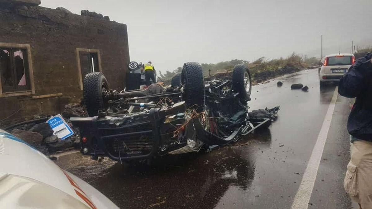 Dva lidé mrtví, auta létala vzduchem. Italský ostrov zasáhlo tornádo