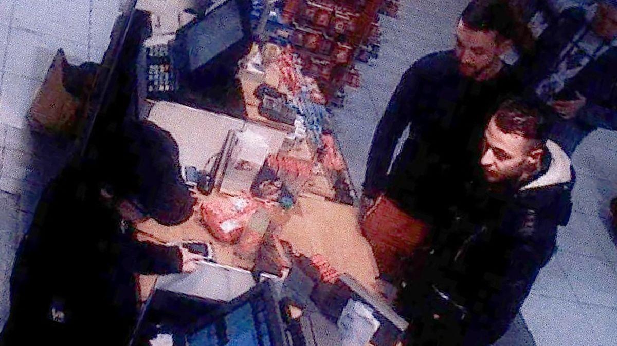 Terorista z Bataclanu na útěku z Paříže stihl dát rozhovor, stěžoval si v něm na policii