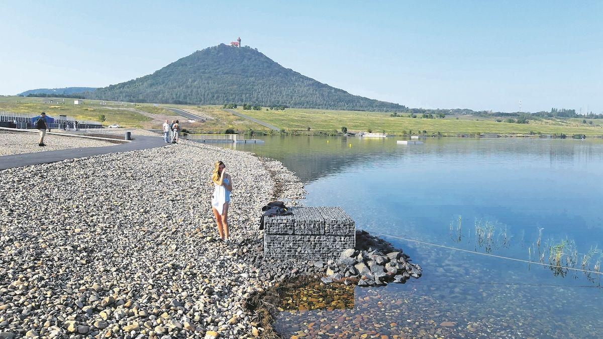 Jezero Most láká návštěvníky čistou vodou