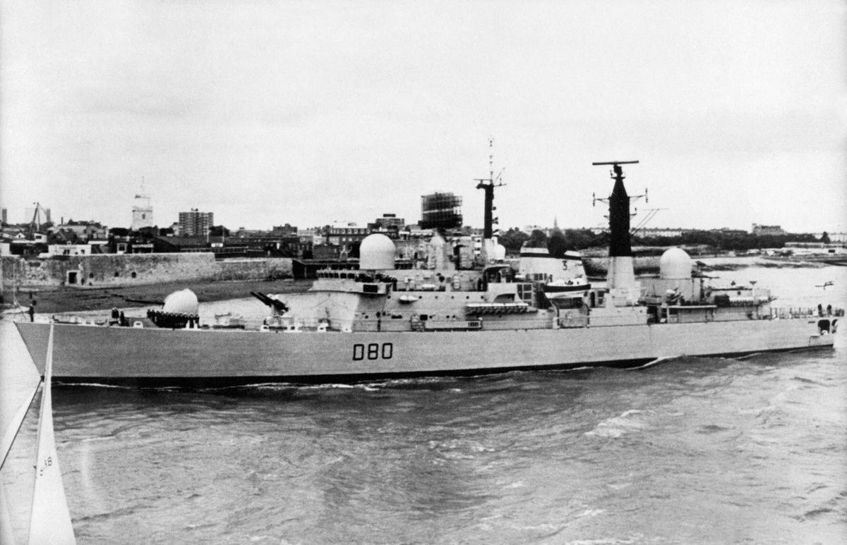 HMS Sheffield na archivním snímku z roku 1980.