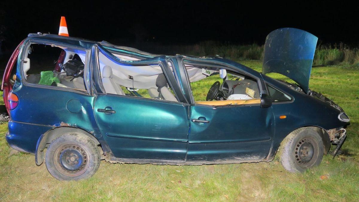 Řidič se nevěnoval řízení a narazil do stromu, na místě zemřel