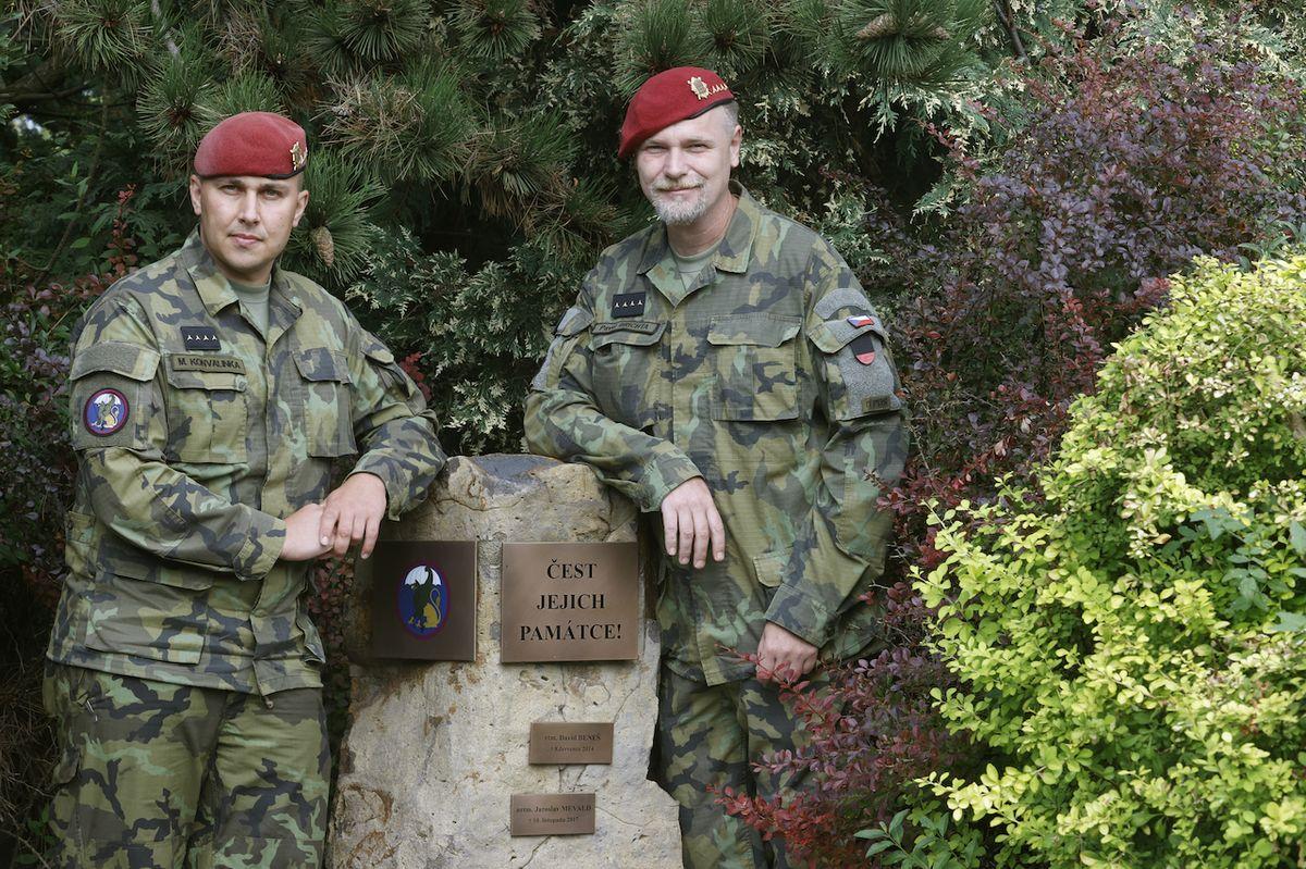 Kapitáni Martin Konvalinka (vlevo) a Pavel Brichta zažili věci, na které je ani tvrdý výcvik nemohl připravit.