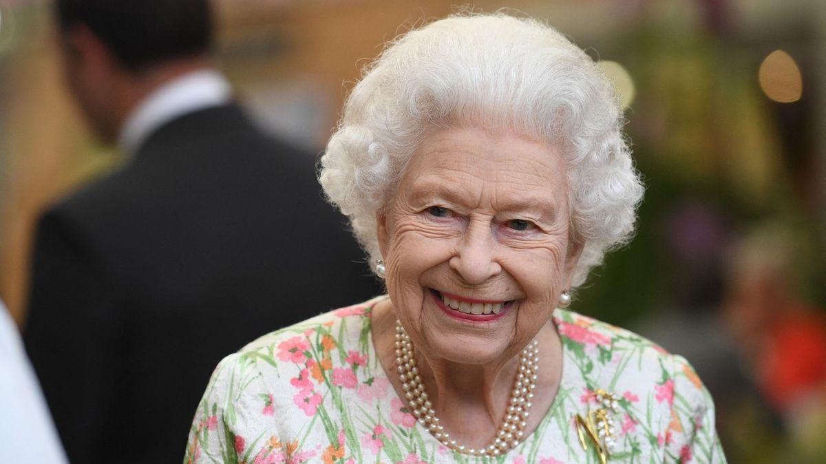 Královna Alžběta ruší program, lékaři jí nařídili odpočinek