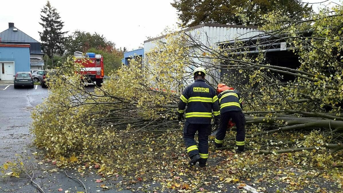 Silný vítr bude sužovat část Česka i v pátek