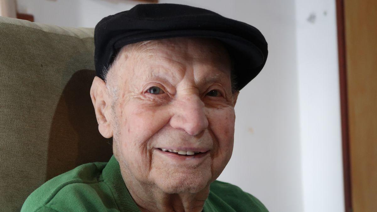V Izraeli zemřel 6. října 2021 československý letec Petr Arton (na archivním snímku z 12. února 2020), který za druhé světové války sloužil v britském Královském letectvu (RAF) u 311. československé bombardovací peruti.