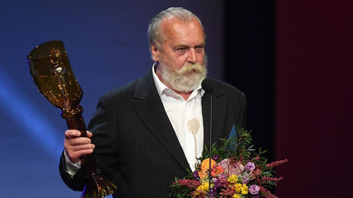 Cenu za celoživotní mistrovství v kategorii loutkové divadlo převzal Tomáš Dvořák.