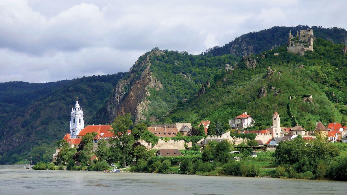 Údolí Wachau. Na kole i lodí za vínem a památkami