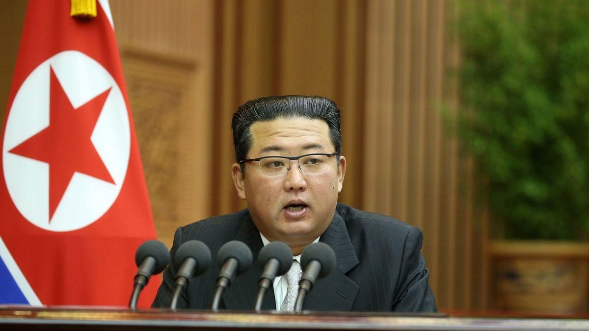 Kim Čong-un při projevu