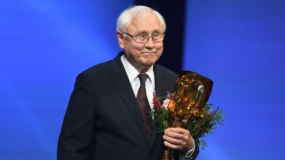 Jednu z cen za celoživotní mistrovství v kategorii činohra převzal herec Jaroslav Satoranský.