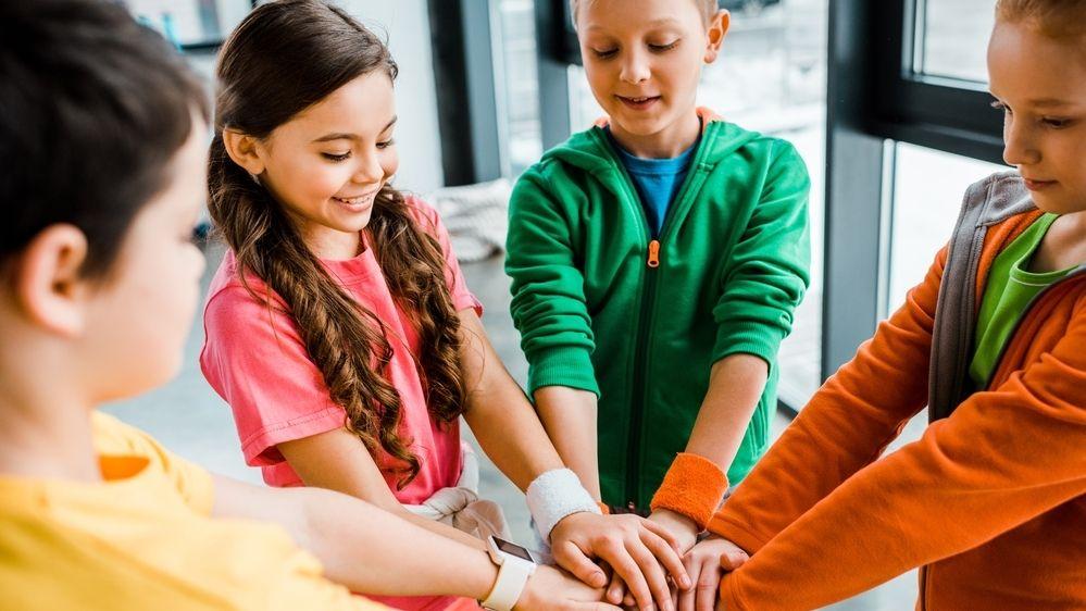 Sport dává dětem také pocit sounáležitosti, pomáhá jim navazovat nová přátelství.