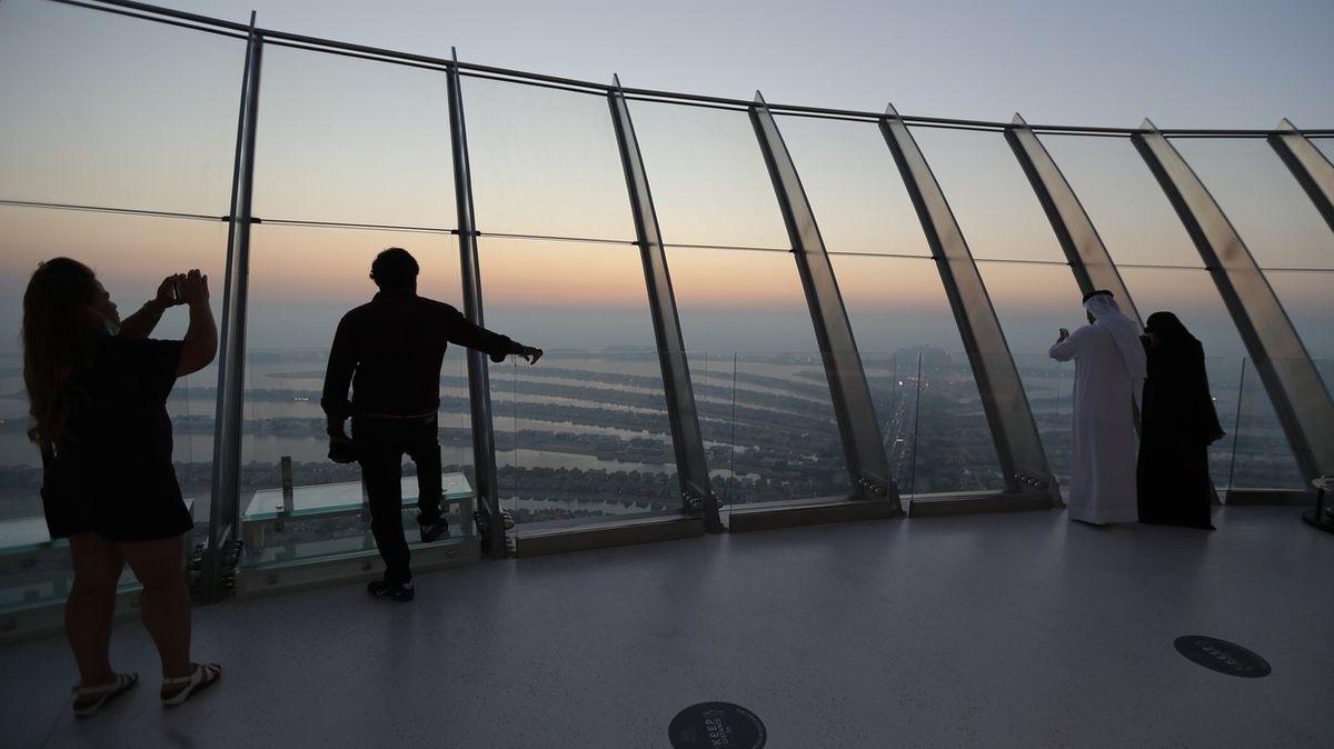 Výhled z 200 metrů. Příští měsíc se v Dubaji otevře unikátní panoramatický bazén